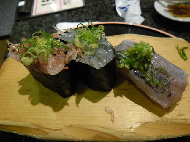 夜ごはんはお寿司・・・しかも、ものすごくおいしいお寿司屋さ。 魚がし鮨流れ鮨沼津片浜店
