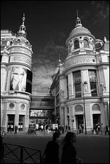 Paris, Magasin Au Printemps, boul. Haussmann (Réal Filion) Tags: paris france history architecture store haussmann magasin commerce histoire mode economy printemps auprintemps économie