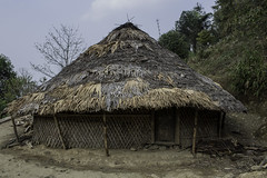 The longhouse in Longwa, konyak tribe, nagaland (anthony pappone photography) Tags: old travel india men canon asia village head burma traditions warrior myanmar mon tribe ethnic cultures longhouse hunters naga nagaland headhunters etnic capanna longwa birmania animist guerrieri konyak wancho oldcultures headunter