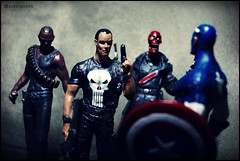 Come on Cap! (Gui Lopes BH) Tags: red classic america comics toys skull miniatures action statues collection knights captain blade figurine marvel universe panini figures avengers punisher bonecos chumbo eaglemoss guilopesbh