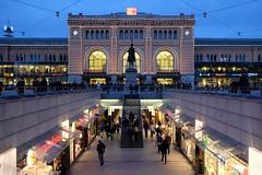 Hannover Hauptbahnhof (Gabriele Willig) Tags: shopping bahnhof hannover hauptbahnhof promenade passage einkaufen fusgngerzone fusgnger flickrandroidapp:filter=none