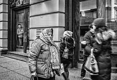 Soho street photography (NYC) (VII) (manuela.martin) Tags: leica newyorkcity blackandwhite bw newyork soho streetphotography leicam schwarzundweis leicammonochrom leicamonochrom