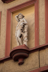 Allegorie der Tapferkeit / Fortitudo / Architekturdetail (S. Ruehlow) Tags: detail frankfurt altstadt frankfurtammain innenstadt ffm architekturdetail kleinehochstrase