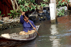 19-093 (ndpa / s. lundeen, archivist) Tags: people woman color film water 35mm thailand boat canal bangkok nick paddle canals thai oar watersedge 1970s 1972 paddling 19 1973 klong dewolf khlong klongs nickdewolf photographbynickdewolf khlongs reel19