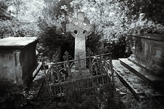 Still from an imaginary 1930's film (Simon Ashmore) Tags: grave graveyard mono kent fuji gravestone stmarys faversham x100s