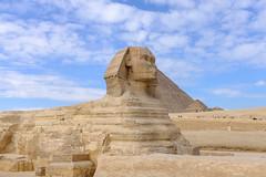 Gran Esfinge de Guiza en El Cairo (PUAROT) Tags: photography fuji esfinge paisaje escultura cairo cielo nubes fujifilm desierto egipto fotografia pirámide piedra guiza puarot x100t wwwcesarcalvocom