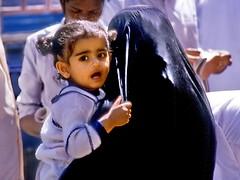 Dubai: Oh Mom, look (gerard eder) Tags: world travel portrait kids children asia dubai uae middleeast nios emirates viajes reise vae burka unitedemirates