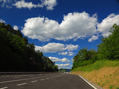 Somewhere, a road (Robyn Hooz (away)) Tags: road clouds nuvole strada horizon orizzonte cielo sky nowhere io self