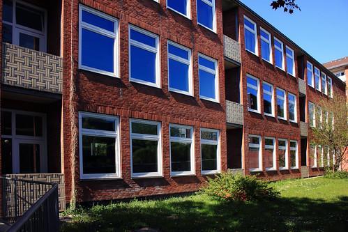 "Alte neue Muhliusgrundschule, Kiel (04) • <a style=""font-size:0.8em;"" href=""http://www.flickr.com/photos/69570948@N04/26846903841/"" target=""_blank"">View on Flickr</a>"