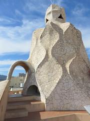 20150507 Barcelone Espagne - Gaudi - Casa Mila_La Pedrera-008 (anhndee) Tags: barcelona architecture spain gaudi catalunya espagne barcelone catalogne