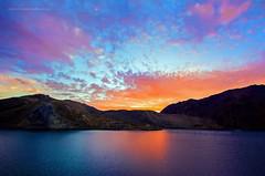 EMBALSE EL YESO 4, CHILE (Mauricio Vega Larrea) Tags: chile santiago azul atardecer noche agua nikon 7100 4 sigma el nubes gran angular 1020 cajon cordillera embalse maipo anaranjado yeso