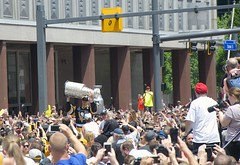 Lord Stanley with Sid! (Photography by Luminosity) Tags: city cup sports hockey nhl penguins championship pittsburgh sid victory parade professional stanley fans sidney champions 87 crosby