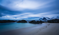 Storsandnes beach (Lukasz Lukomski) Tags: longexposure sea sky costa snow mountains beach water norway clouds sunrise coast norge sand rocks scandinavia lofoten gry woda archipelago skay morze chmury niebo plaa piasek sigma1020 norwegia wyspa snieg wybrzee skandynawia lofoty nikond7200 lukaszlukomski