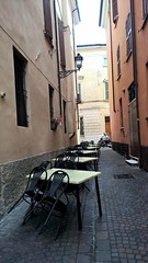 Mantova after the rain (memedesimo) Tags: arm83didphotosflickrcom lumia vicolo mantova mantua italia italy italien tavolini ristorante