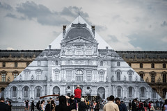 JR : Pyramide du Louvre (Touristos) Tags: paris jr artcontemporain pyramidedulouvre projetunframed