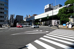 downtown, Nagahori-dori (street), Osaka (jtabn99) Tags: road street sky japan sidewalk   nippon osaka  fineday  nagahoridori  20160512