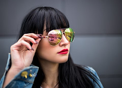 Sunglasses (David Go ~) Tags: street portrait woman nature sunglasses reflections germany photography bokeh outdoor natur streetphotography streetportrait sunglass karlsruhe spiegelung sonnenbrille younggirl mirroring reflektionen davego davidgo canoneos6d sigmaart35mm projekt2016