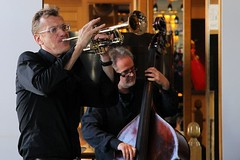 Ruud Breuls & Jos Machtel 7460-4_9229 (Co Broerse) Tags: music composedmusic contemporarymusic jazz amsterdam 2016 cobroerse redlightjazzfestival jazzatthevic parkplazavictoria parkplazavictoriaamsterdam ruudbreulsquartet josmachtel doublebass ruudbreuls trumpet