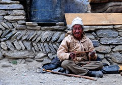 Nepal-Mustang (venturidonatella) Tags: asia nepal mustang buddhism portrait ritratto ritratti portraits people persone colori colors nikond300 d300 sguardo look emozioni emotion gentes persona