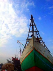 if you don't know where to sail, no wind is favorable. (VirtuaTravelR) Tags: jakarta flickrandroidapp:filter=none