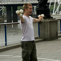 KID WITH BALLS (marc falardeau) Tags: park vacation london spring may balls juggler amateur coronation englad gayphotographer