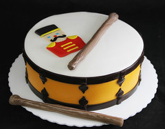 F.A.O. Soldier with Drum (butterflybakeshop) Tags: nyc newyorkcity music cake soldier drum bakery themed fao customcake butterflybakeshop