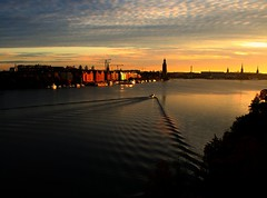Making waves. (Let Ideas Compete) Tags: city morning bridge light shadow sky lake water beautiful clouds sunrise dark dawn early october wake waves pattern quiet shadows sweden stockholm cityhall spirit peaceful wave calm v soul ripples essence vee scandinavia eclectic bt scandinavian placid malar stadshuset lowsun stersjn stadshus stockholms mlaren vsterbron lngholmen onthebridge langholmen malaren btar wavepattern highclouds viewfromabridge takenonabridge sthm vasterbron takenfromabridge peasceful vesterbron stkhm soulofstockholm viewonabridge uponabridge spiritofstockholm