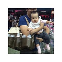 กระเป๋าขวดนมลูก ใส่ได้จุใจ แจ๋วแหวว น่ารักทั้งคุณพ่อตู่และคุณน้องบัลเลท์ครับ /ครูกัซประทับใจครับ