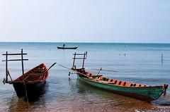 3 boats (Olivier MACAIRE - Photography) Tags: ocean sea mer boats island cambodge cambodia kep pcheur rabbitisland le travelphotography bteaux ledulapin