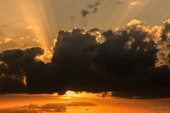 Despertar en otra tierra (Argos351Photo) Tags: sunset sun sol tangerine clouds atardecer gold colours colores amarillo nubes yelow naranja juanjo zamora oro atardcer sestellos