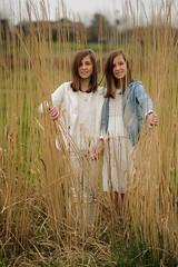 066 (boeddhaken) Tags: twins 2girls sisters cutegirls beautifulgirls girls beautifuleyes brunette peekaboo