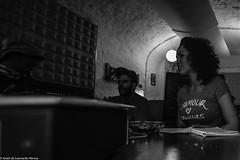 Carol & Jota Mayuscula (16 de 35) (ISRAEL (BURMI)) Tags: blanco y negro estudio hiphop jota grabacion monocromtico mayuscula jotamayuscula israeldeleonardonovoa carolmenezes masgravesestudio