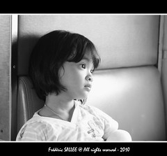 Thailand - Bright eyes (Frdric Salle) Tags: travel light portrait blackandwhite bw girl face train canon thailand grey gris eyes asia southeastasia flickr child faces bright noiretblanc lumire bangkok oeil yeux explore portraiture thai enfant fille thailande ayutaya ayuttayah canoneos400d biancoynegro