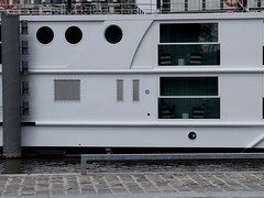 Windows (Nicolas -) Tags: france window metal seine boat terrasse line salon grille 20 curve bateau pniche fentre quai tourisme ligne hublot croisire issy courbe pav nicolasthomas