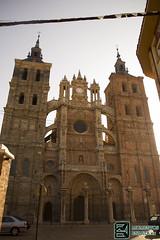 Catedral de astorga (edmoberti) Tags: church fuente iglesia paisaje chruch castillo pilgrim caminodesantiago peregrino astorga albergue rabanaldelcamino hospitaldeorbigo pregrino