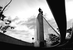 Kid eye (photosimple) Tags: longexposure sky blackandwhite sculpture water car architecture canon arquitectura monumento perspective tension bnw 18mm