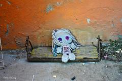 En el abandono... (spawn5555) Tags: home toy casa nikon cotidiano viejo antiguo objeto juguete mueca deterioro d3000