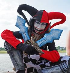 Harley Quinn (?) (Ni1050) Tags: woman girl germany jack deutschland costume eyes funny gun cosplay sony sparrow captain nrw augen frau miss dsseldorf a7 mdchen harleyquinn mund 2016 kostm japantag fratze ni1050 ilce7 ninicrew
