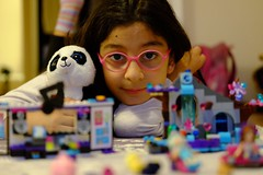 Girl and the Lego (tuncvidinli) Tags: girl toy glasses kid lego ocuk kz oyuncak