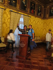"""Quito: Mister J et un équatorien <a style=""""margin-left:10px; font-size:0.8em;"""" href=""""http://www.flickr.com/photos/127723101@N04/27408517776/"""" target=""""_blank"""">@flickr</a>"""