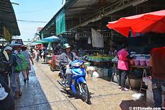 Busy Market (2121studio) Tags: thailand siam travelphotography amazingthailand  travelinthailand khlongtoeimarket  landoftiger landofwhiteelephant thaitourinformation wetmarketinbangkok