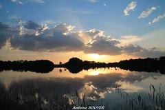 Le soleil se couche (antoinebouyer) Tags: sky cloud soleil ciel nuage temps mto