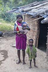 Maikal hills - Chhattisgarh - India (wietsej) Tags: india rural village child mother tribal hills chhattisgarh bhoramde baiga maikal kawardha konicaminoltamaxxum7digital