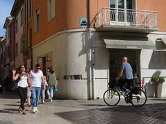 Space Invader RA_14 (tofz4u) Tags: street people streetart bike bicycle tile italia mosaic spaceinvader spaceinvaders mosaico invader rue velo italie vélo ravenna mosaïque artderue ravenne ra14