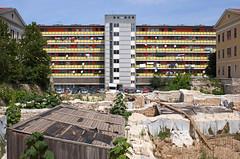 Croatie / Croatia, 2008 (Joseff_K) Tags: building croatia immeuble pula istria croatie residentialbuilding istrie