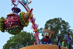 Soundsational-Donald Duck (thelesliebelle) Tags: disneyland disney entertainment donaldduck threecaballeros soundsational mickeyssoundsationalparade donaldsfiestafantastico