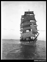 Three-masted barque RAUPO / LOUISA CRAIG with sails set (Australian National Maritime Museum on The Commons) Tags: blanco mar barco negro sydney sydneyharbour buque velero fotografa sailingboat sailingvessel williamhall raupo williamhallcollection louisacraig