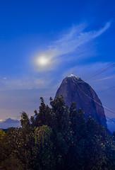 Po de Acar by Night (Alexander Rodrigues) Tags: brasil riodejaneiro night paisagem noite podeacar morrodaurca