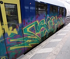 Graffiti (Honig&Teer) Tags: railroad streetart sport train graffiti eisenbahn hannover db vandalism vehicle railways hbf treno deutschbahn spraycanart erixx railroadgraffiti honigteer eisenbahngraffiti