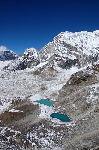 "Everest Base Camp - widok z Kala Pathar <a style=""margin-left:10px; font-size:0.8em;"" href=""http://www.flickr.com/photos/125852101@N02/16354526790/"" target=""_blank"">@flickr</a>"